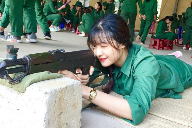 Đọ mặt mộc của Hoa hậu Lương Thùy Linh và Á hậu Tường San, Kiều Loan-5