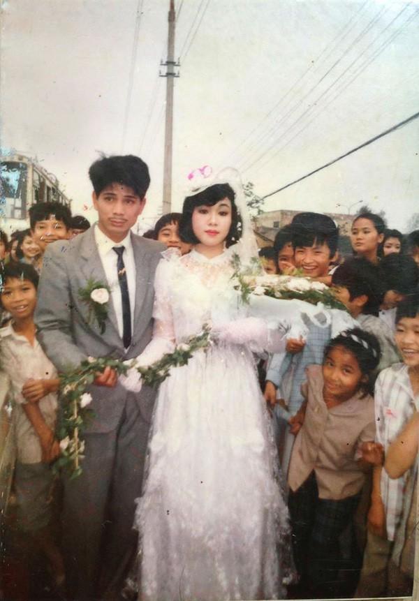 Khoe ảnh cưới thời bố mẹ em, cô gái Hải Phòng khiến dân tình trầm trồ với độ chịu chơi của đấng sinh thành-10