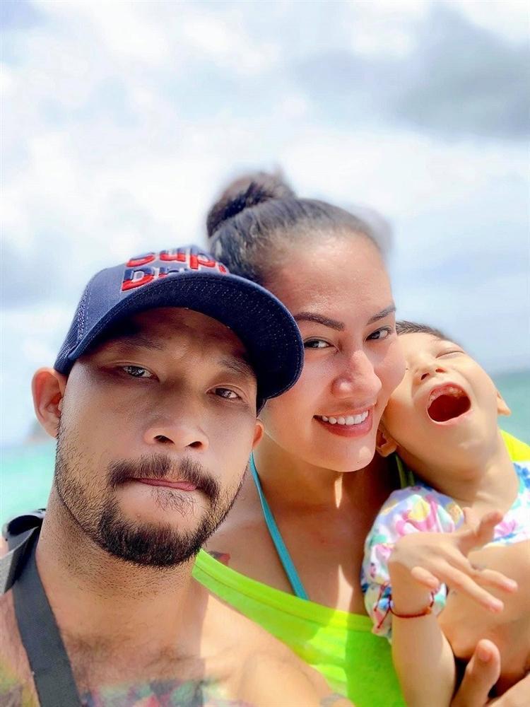 Diễn viên Về nhà đi con cảm động vì bạn trai chăm sóc con gái khuyết tật-1