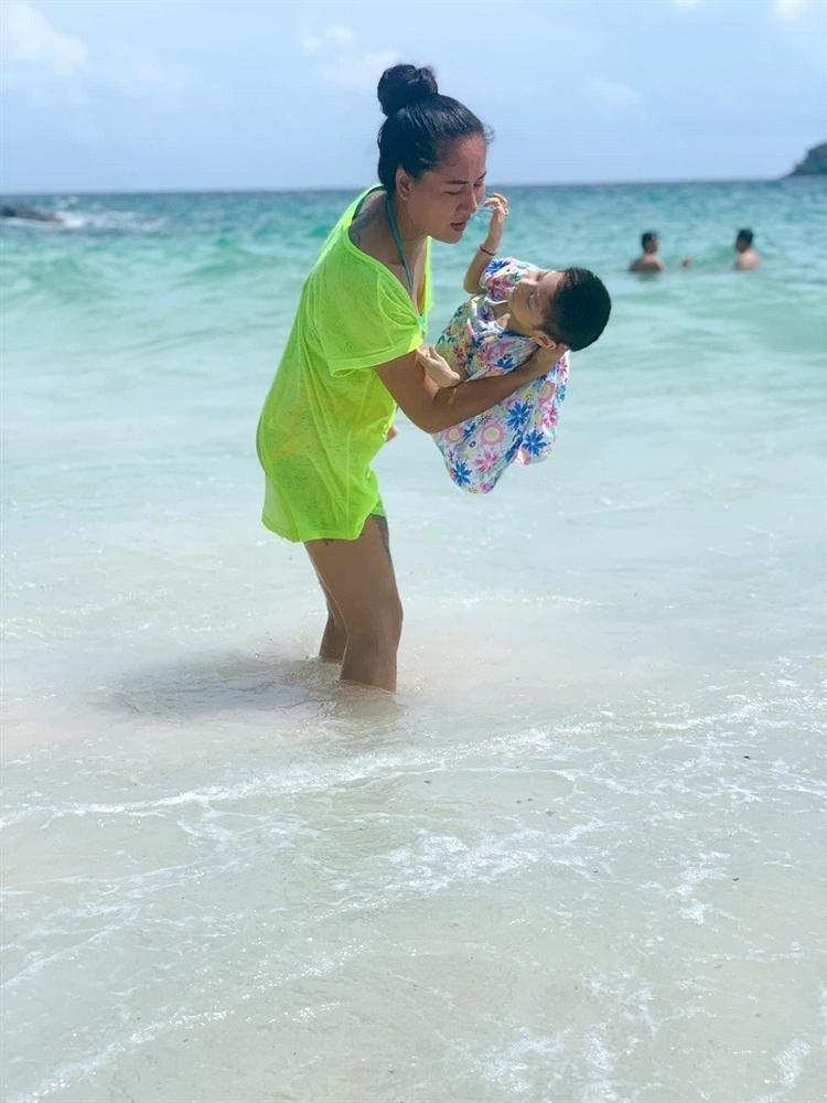 Diễn viên Về nhà đi con cảm động vì bạn trai chăm sóc con gái khuyết tật-2