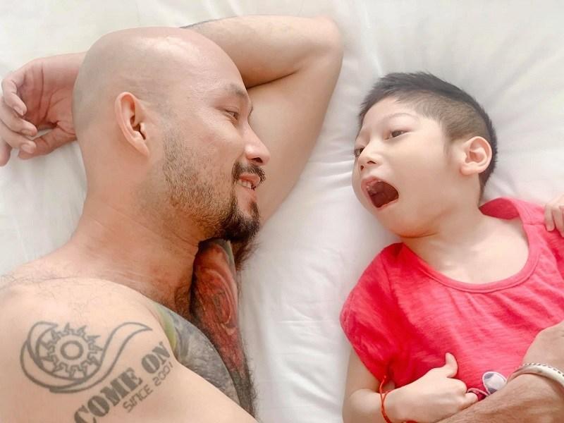 Diễn viên Về nhà đi con cảm động vì bạn trai chăm sóc con gái khuyết tật-3