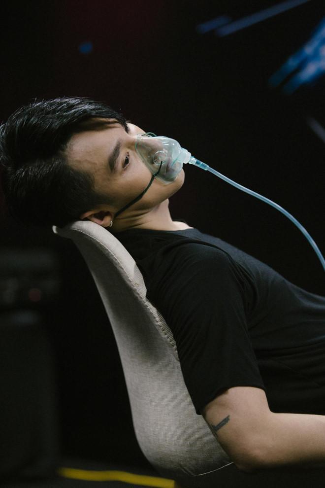 Ảnh Sơn Tùng thở bình oxy trong live show 3 năm trước được chia sẻ lại-2