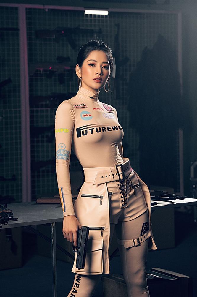 Đụng áo hiệu: Chi Pu hóa lính bắn tỉa chất lừ - Wendy Red Velvet như chổi lông phất trần - Baifern đẹp vạn người mê-2