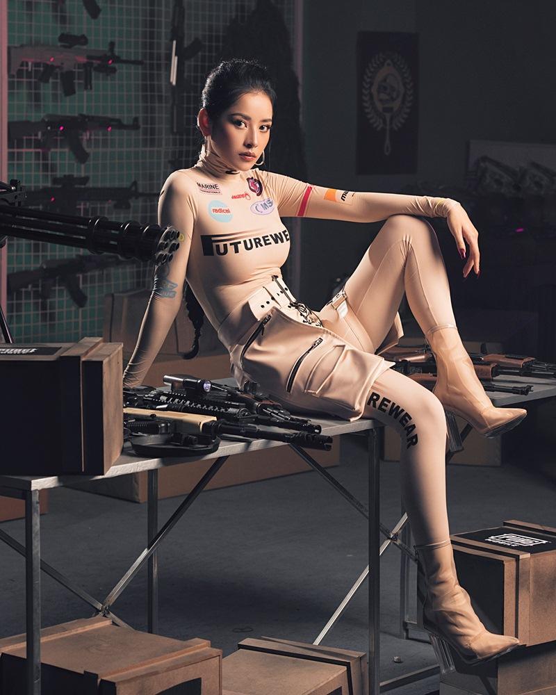 Đụng áo hiệu: Chi Pu hóa lính bắn tỉa chất lừ - Wendy Red Velvet như chổi lông phất trần - Baifern đẹp vạn người mê-1