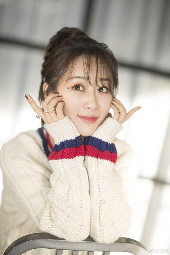 Dương Tử đánh bại Triệu Lệ Dĩnh trở thành nữ diễn viên có lượng fans tăng nhiều nhất nửa đầu 2019-1