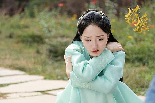Dương Tử đánh bại Triệu Lệ Dĩnh trở thành nữ diễn viên có lượng fans tăng nhiều nhất nửa đầu 2019-4