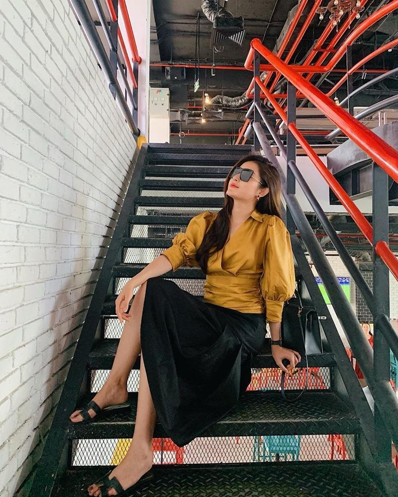 BB Trần mang 20 bộ quần áo sống ảo cho 1 chuyến du lịch - Kaity Nguyễn biến hóa thành quý cô sexy lady-4