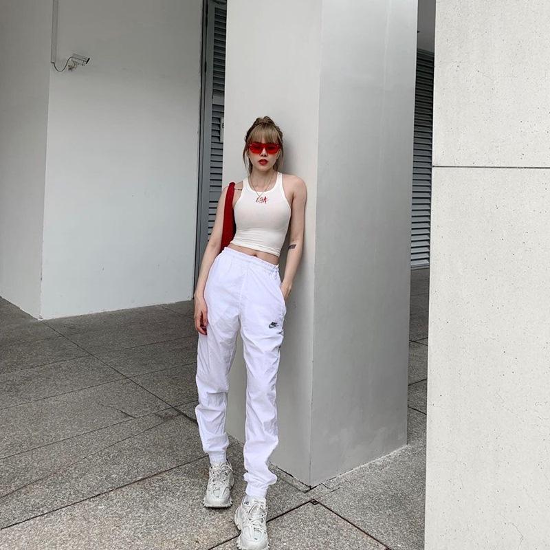 BB Trần mang 20 bộ quần áo sống ảo cho 1 chuyến du lịch - Kaity Nguyễn biến hóa thành quý cô sexy lady-8