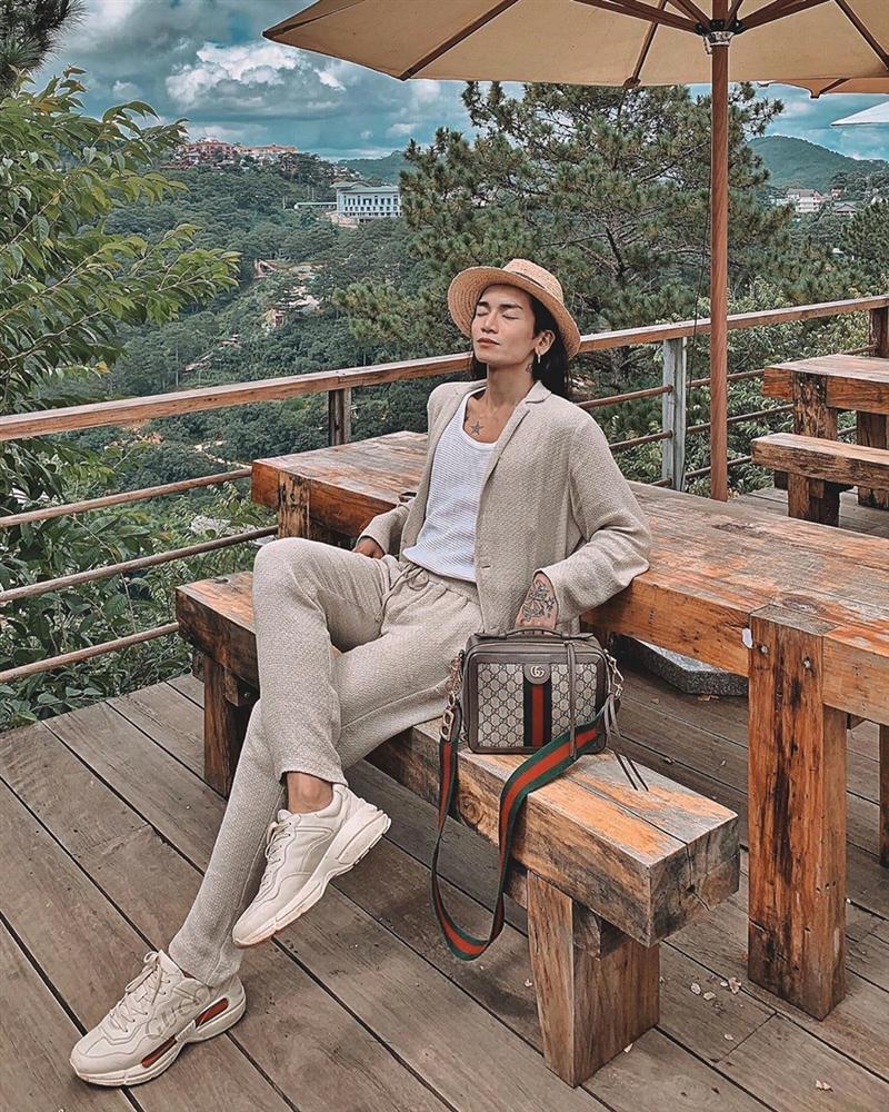 BB Trần mang 20 bộ quần áo sống ảo cho 1 chuyến du lịch - Kaity Nguyễn biến hóa thành quý cô sexy lady-1