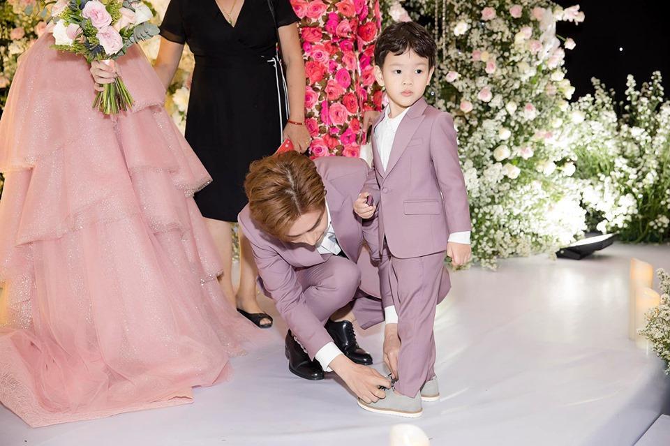 Là bố dượng nhưng Ưng Hoàng Phúc và chồng trẻ Lê Phương được khen hết lời vì cách họ yêu thương con riêng của vợ-2