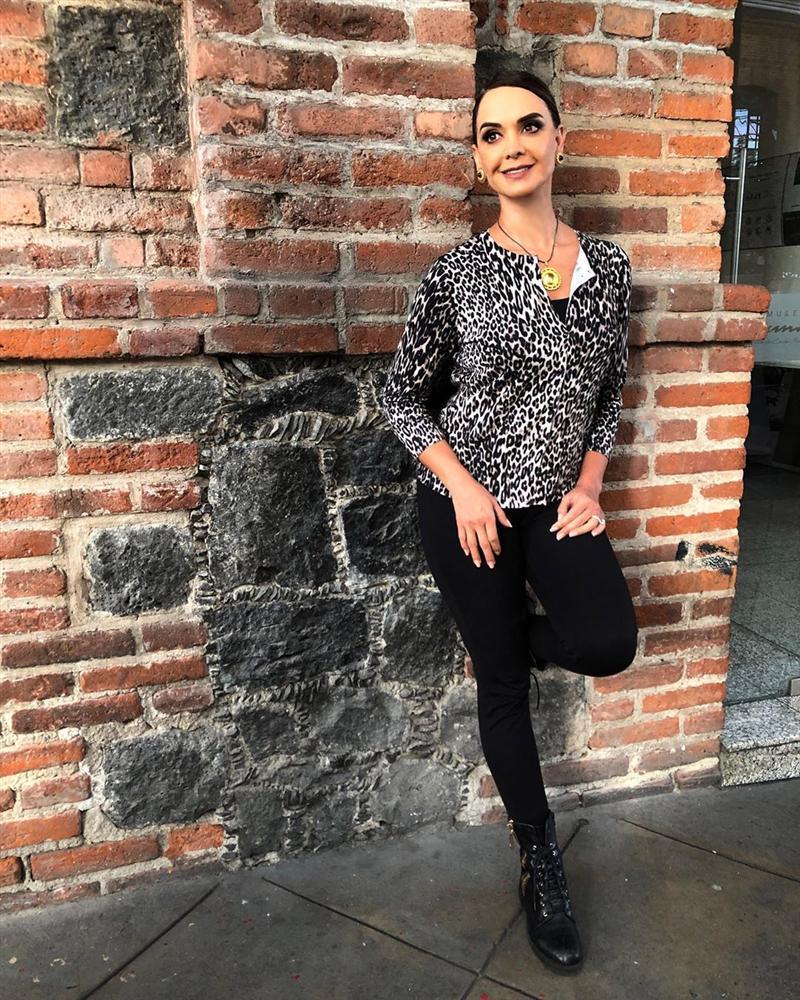 Bản tin Hoa hậu Hoàn vũ 6/8: Hoàng Thùy lên đồ bó sát chặt đẹp thời trang bà thím của đối thủ Colombia-5