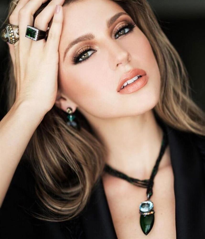 Bản tin Hoa hậu Hoàn vũ 6/8: Hoàng Thùy lên đồ bó sát chặt đẹp thời trang bà thím của đối thủ Colombia-4
