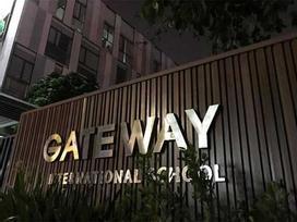 Bé trai tử vong vì bị bỏ quên trên xe: Trường Gateway nói dối?