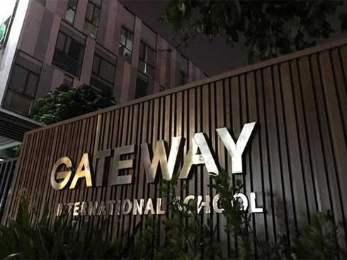 Bé trai tử vong vì bị bỏ quên trên xe: Trường Gateway nói dối?-2