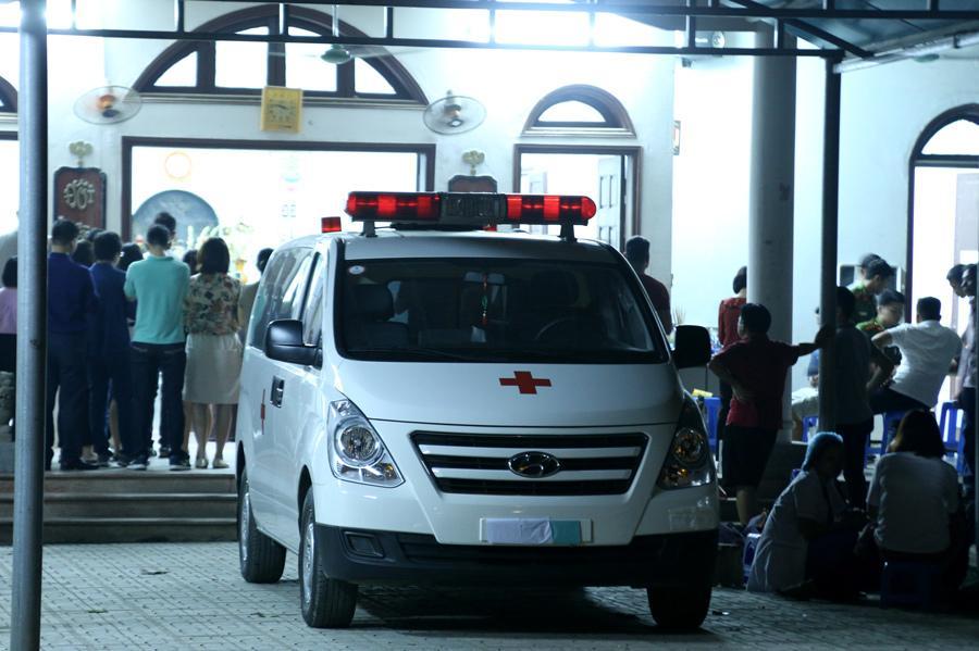 3h sáng công bố kết quả khám nghiệm tử thi, gia đình tổ chức tang lễ trong đêm cho bé 6 tuổi bị bỏ quên trên xe bus-4