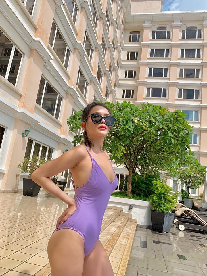 Sĩ Thanh mặc bikini gợi cảm hút mắt ở bể bơi, fan khen hết lời-1