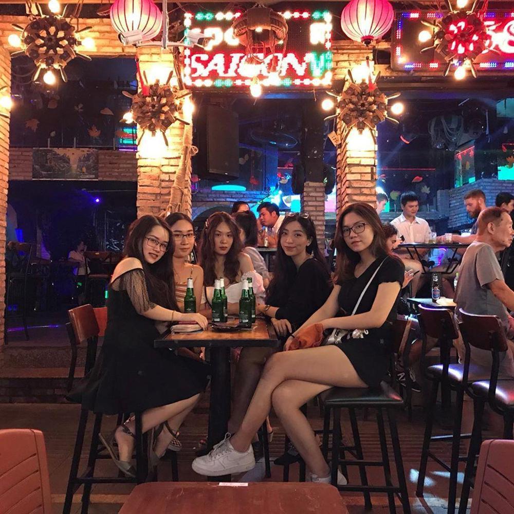 3 khu phố nhộn nhịp về đêm thu hút giới trẻ Sài thành-2