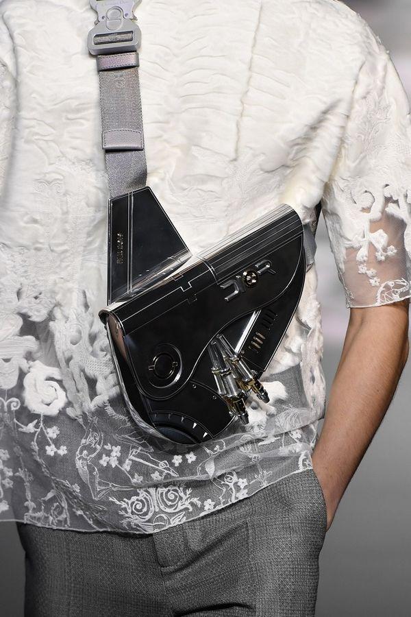 Kim Kardashian lại gây sốt với chiếc túi Dior hơn 800 triệu đồng-5