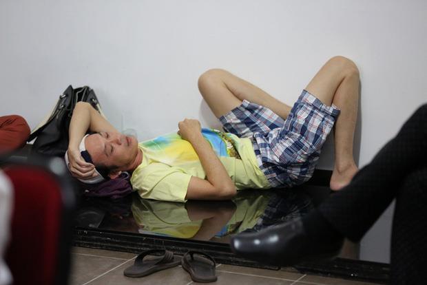 Nghệ sĩ Hoài Linh, Sơn Tùng và nhiều sao Việt kiệt sức vì chạy show-4