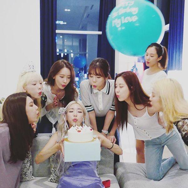 Cộng đồng SONE xúc động vỡ òa trước hình ảnh Seohyun - Tiffany tình cảm bên nhau trong hậu trường Open Hearts Eve concert-4