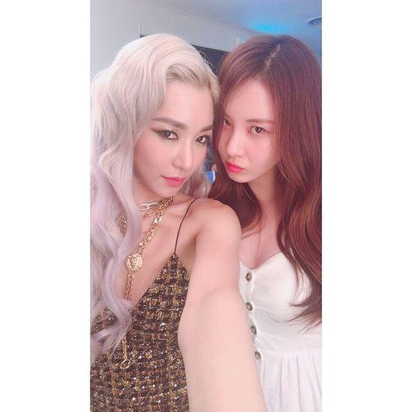Cộng đồng SONE xúc động vỡ òa trước hình ảnh Seohyun - Tiffany tình cảm bên nhau trong hậu trường Open Hearts Eve concert-2