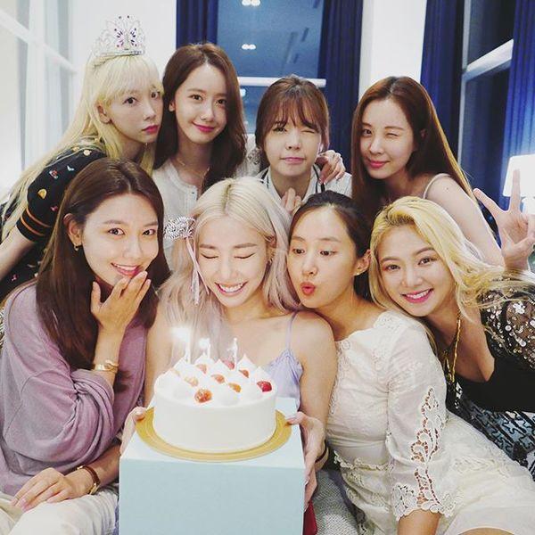 Cộng đồng SONE xúc động vỡ òa trước hình ảnh Seohyun - Tiffany tình cảm bên nhau trong hậu trường Open Hearts Eve concert-3