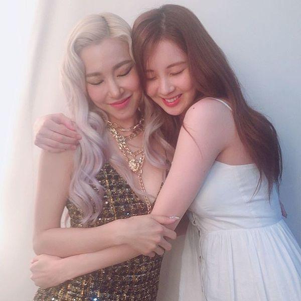 Cộng đồng SONE xúc động vỡ òa trước hình ảnh Seohyun - Tiffany tình cảm bên nhau trong hậu trường Open Hearts Eve concert-1