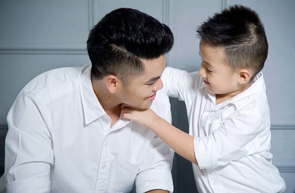 Là bố dượng nhưng Ưng Hoàng Phúc và chồng trẻ Lê Phương được khen hết lời vì cách họ yêu thương con riêng của vợ-8