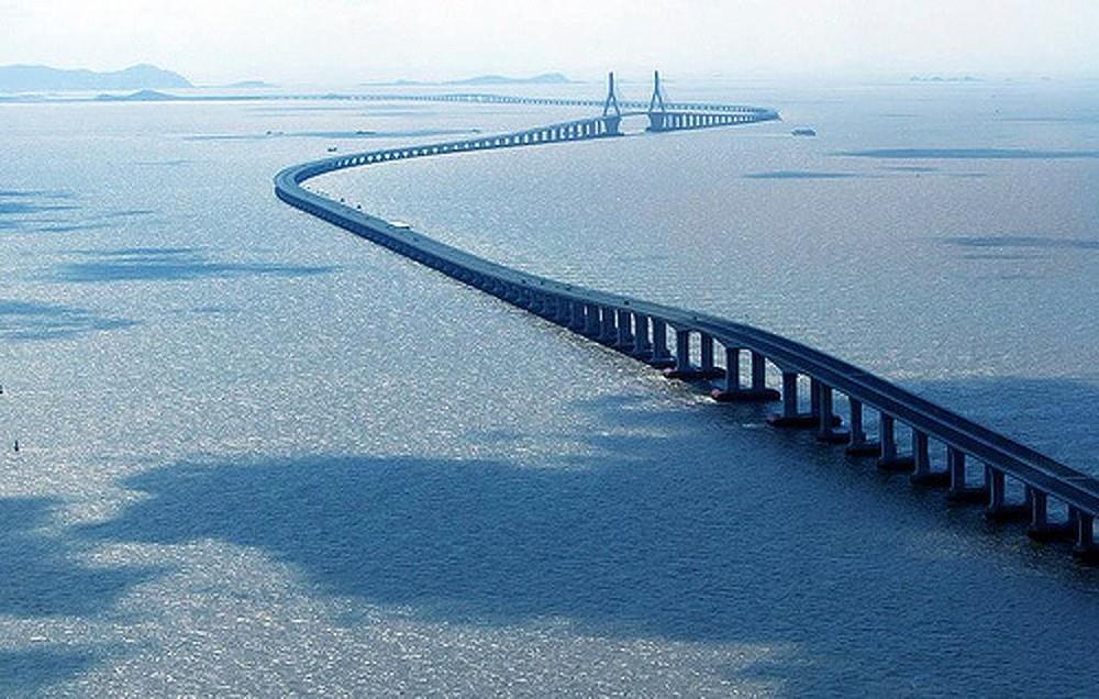 Những cây cầu độc đáo thu hút khách du lịch khắp thế giới-1