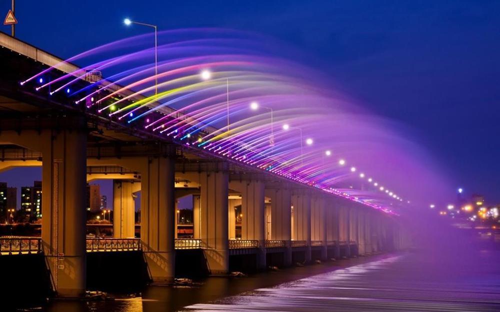 Những cây cầu độc đáo thu hút khách du lịch khắp thế giới-2