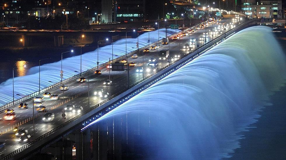 Những cây cầu độc đáo thu hút khách du lịch khắp thế giới-3