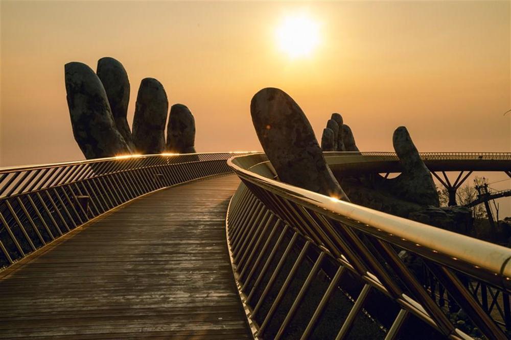 Những cây cầu độc đáo thu hút khách du lịch khắp thế giới-5