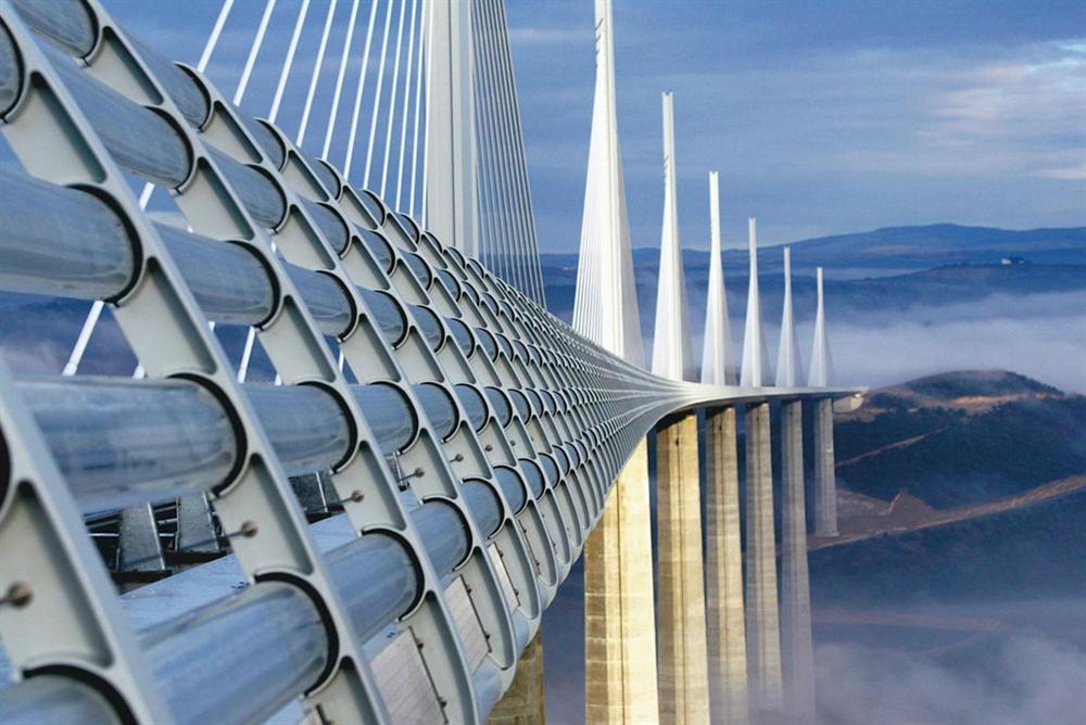 Những cây cầu độc đáo thu hút khách du lịch khắp thế giới-7