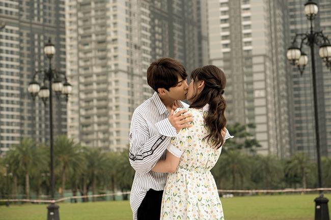 Hôn say đắm oppa đẹp trai, Hari Won không sợ Trấn Thành ghen-1