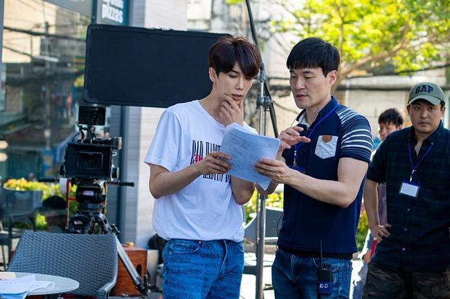 Hôn say đắm oppa đẹp trai, Hari Won không sợ Trấn Thành ghen-5