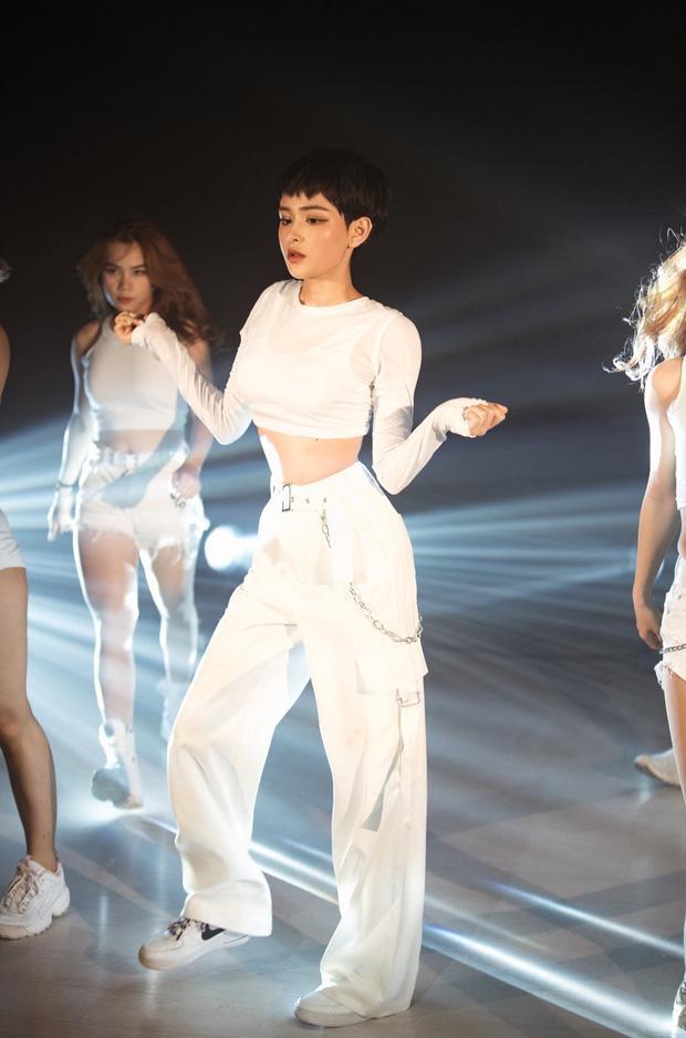 Hiền Hồ khoe eo thon sexy trong MV Cần Xa phiên bản dance mặc ồn ào đạo nhái, tiêu đề phản cảm-3