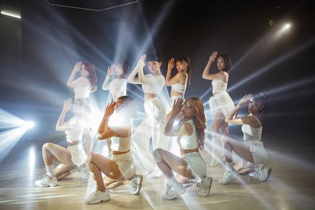 Hiền Hồ khoe eo thon sexy trong MV Cần Xa phiên bản dance mặc ồn ào đạo nhái, tiêu đề phản cảm-5