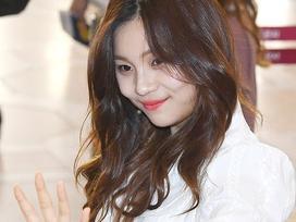 'Nữ idol xấu nhất Kpop' khoe vẻ ngoài lột xác rực rỡ
