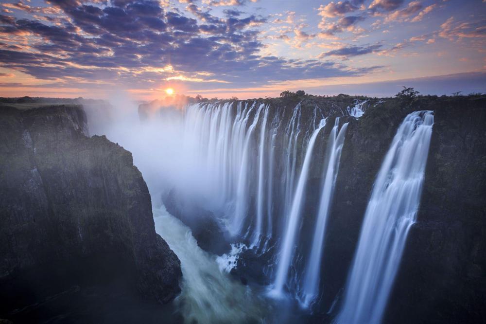 Bể bơi của Quỷ dữ trên đỉnh thác nước nguy hiểm nhất thế giới-1