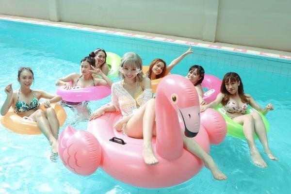 Hari Won khiến fan choáng khi lần đầu diện bikini trễ nải quay MV-2