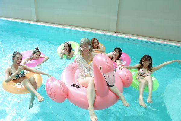 Hari Won khiến fan choáng khi lần đầu diện bikini trễ nải quay MV-3