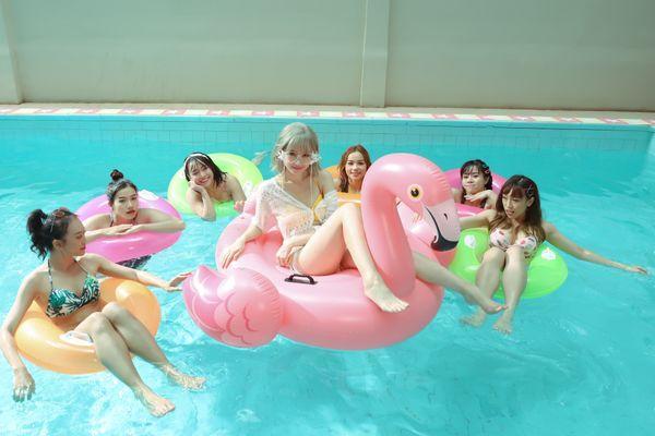 Hari Won khiến fan choáng khi lần đầu diện bikini trễ nải quay MV-9