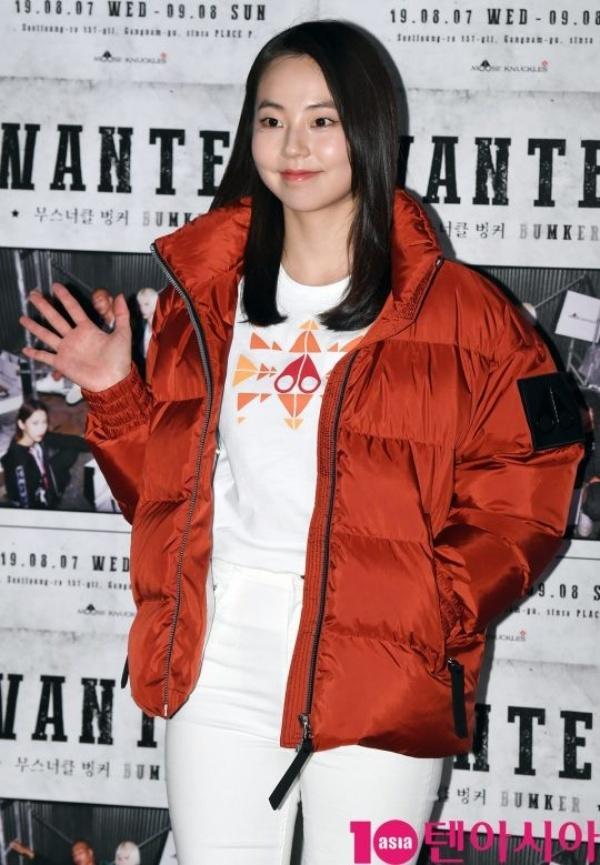 Cựu thành viên Wonder Girls gây sốc khi diện áo khoác dày cộp giữa thời tiết nóng nhất lịch sử Hàn-4