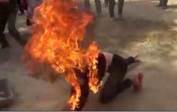Con khóc nhiều, chồng đổ xăng đốt vợ trong đêm-1
