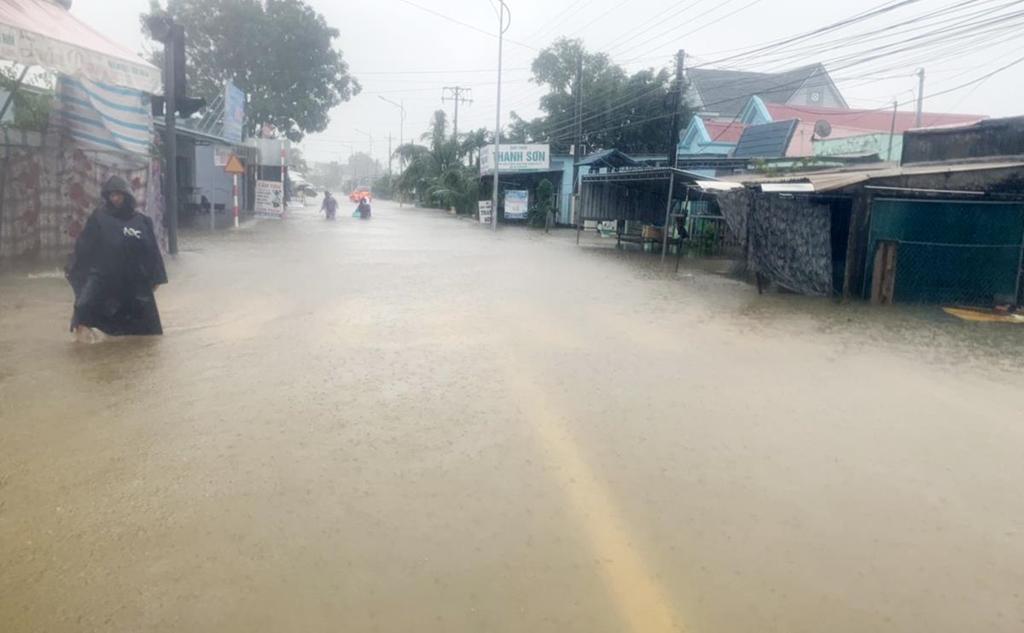 Phú Quốc ngập chưa từng thấy, giao thông bị chia cắt-2