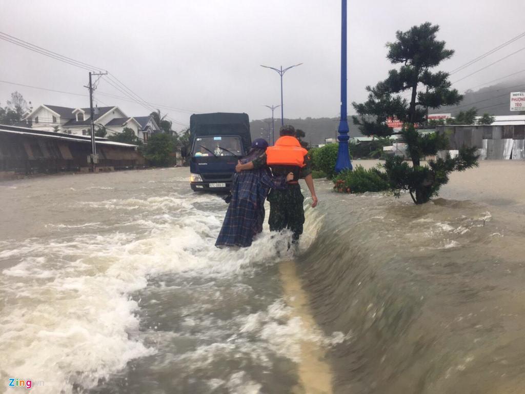 Phú Quốc ngập chưa từng thấy, giao thông bị chia cắt-3