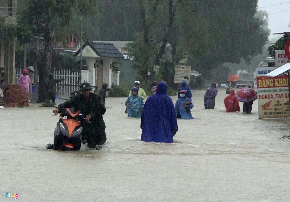 Phú Quốc ngập chưa từng thấy, giao thông bị chia cắt-7