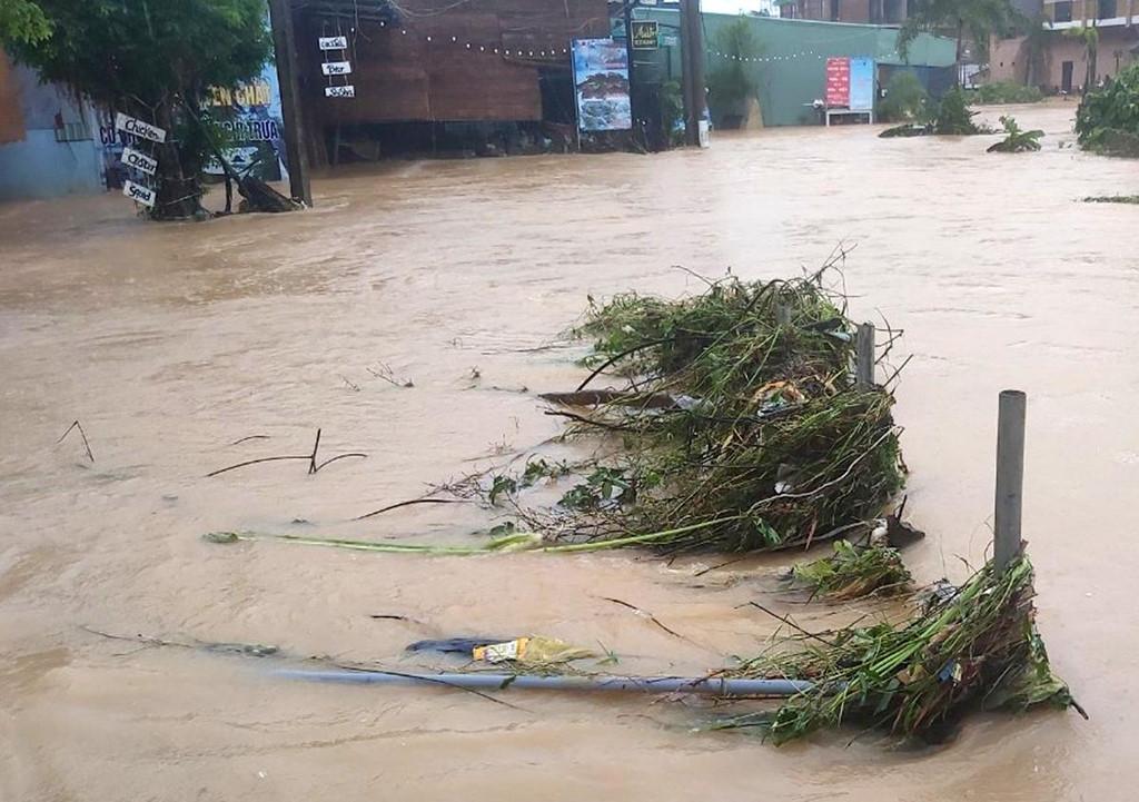 Phú Quốc ngập chưa từng thấy, giao thông bị chia cắt-9