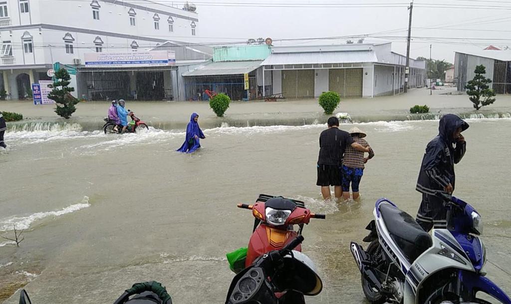 Phú Quốc ngập chưa từng thấy, giao thông bị chia cắt-1