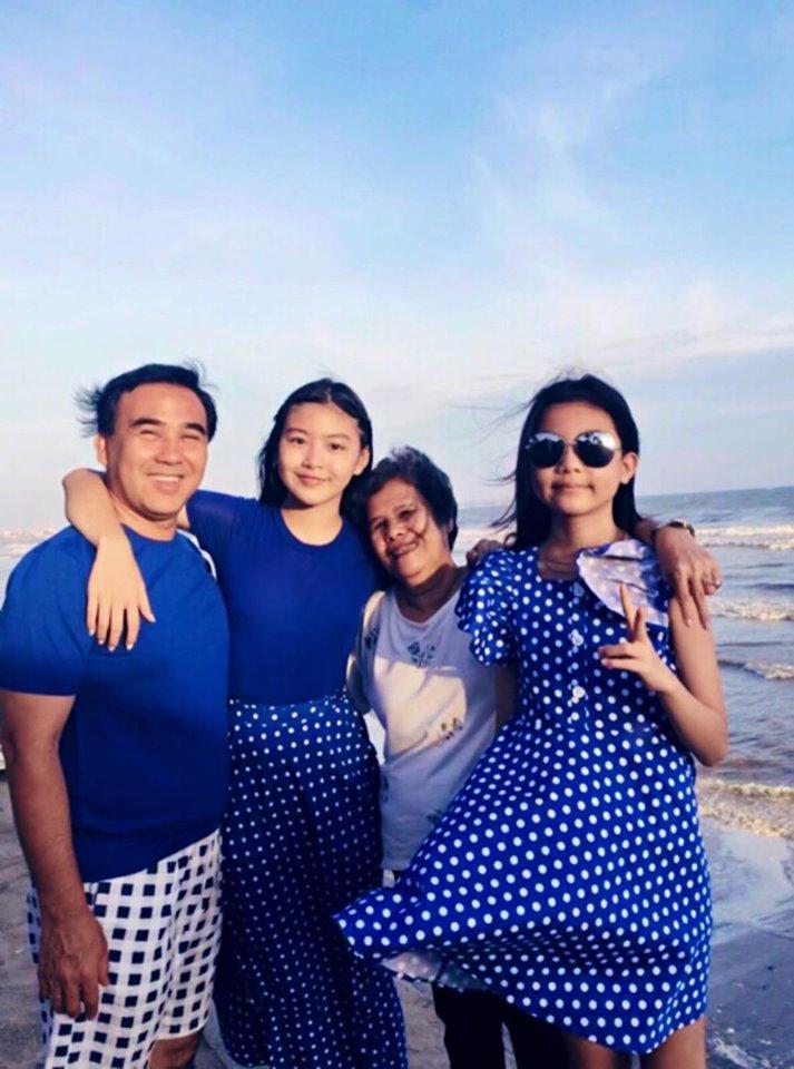 Cứ tưởng xuề xòa nhưng hóa ra gia đình MC Quyền Linh có nguyên tắc về quần áo khi đi du lịch hẳn hoi!-1